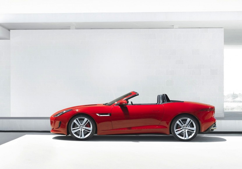 Jaguar-F-type-V6-side