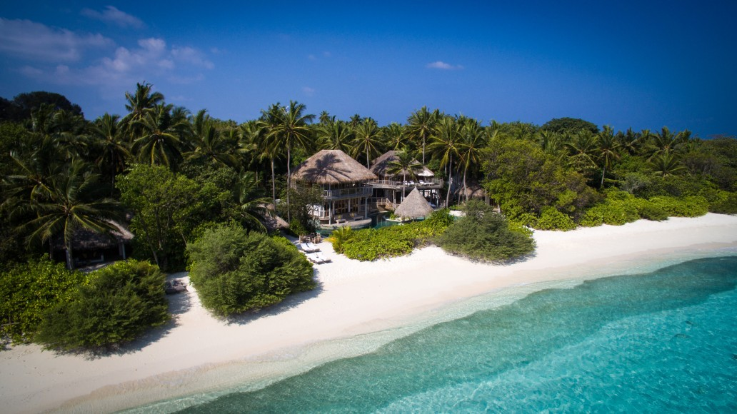 017-SF-Soneva_Fushi_Jungle_Reserve_Villa36_side_aerial_2_by_Moritz_Krebs