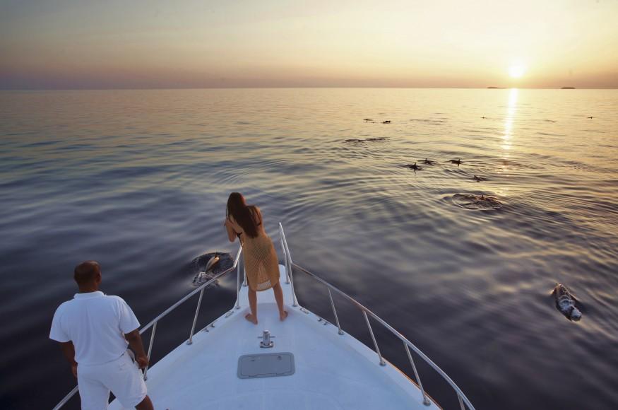 020-SF-Dolphin_Cruise_Soneva_Fushi_Maldives_by_Dan_Kullberg