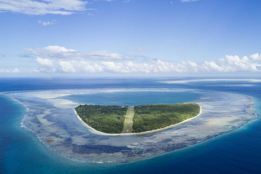 alphonse-island-with-atoll