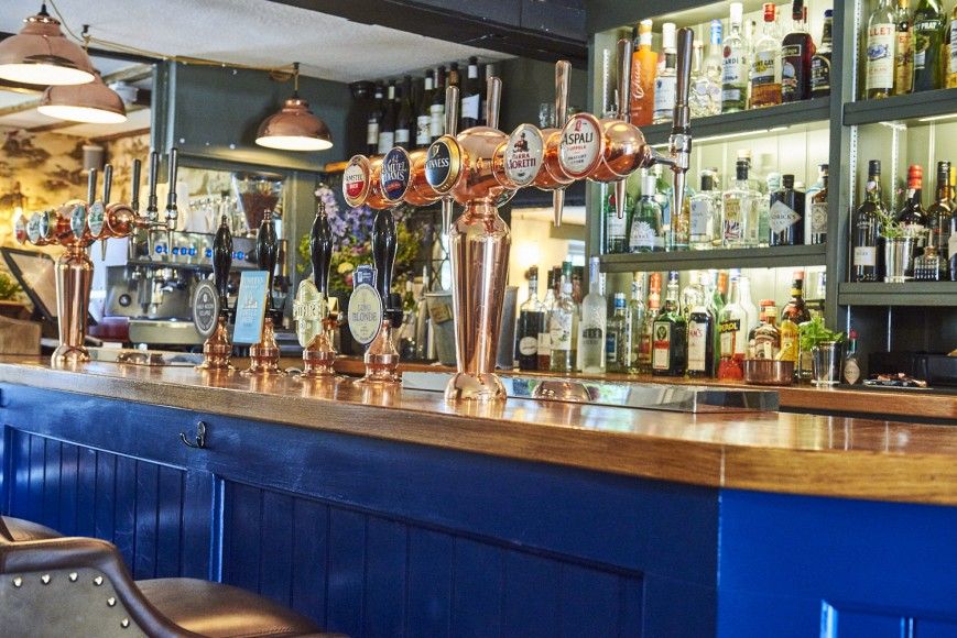 Half-Moon-Kirdford_Country-pub-in-west-sussex