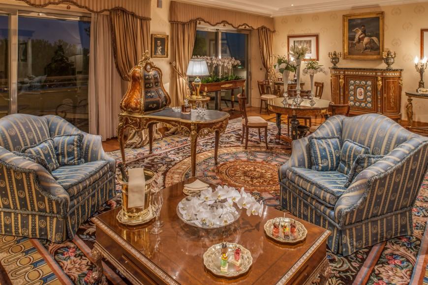 Napoleon Suite_living room
