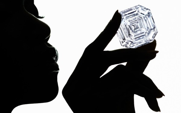 1-2-Graff-Lesedi-La-Rona-Largest-Square-Emerald-Cut-Diamond-Photography-by-Ben-Hassett_1_trans++DOGLTFM20GhPKbw9spXr-JO4YW10d23eSHgU51E5lbc