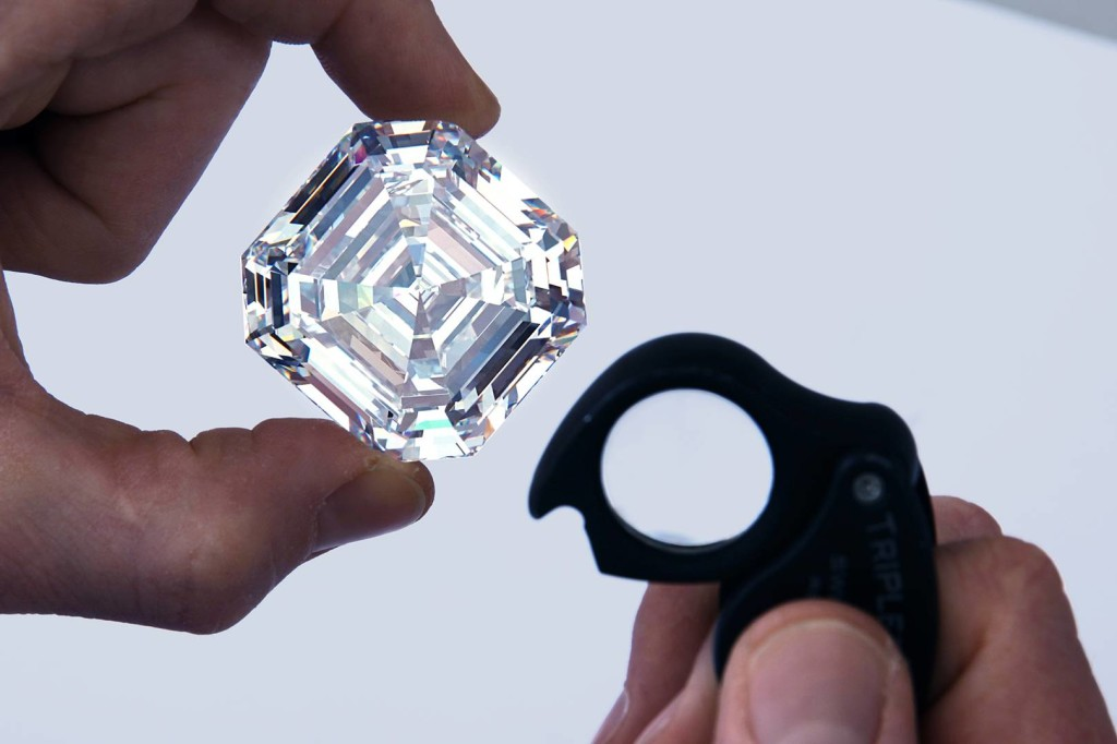 41-graff-lesedi-la-rona-largest-square-emerald-cut-diamond-photography-by-donald-woodrow