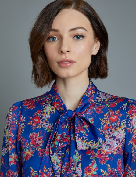 womens-blue-and-red-paisley-fitted-shirt-single-cuff-pussy-bow-XSDZU005-B03-127741-800px-1040px