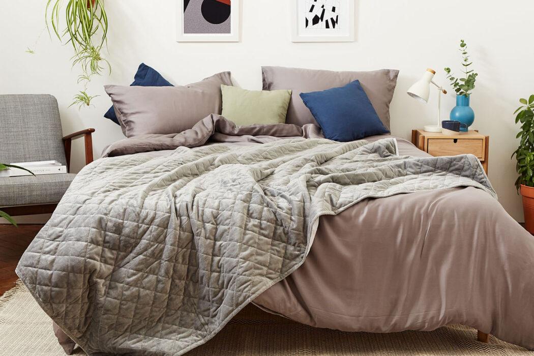 Mela Comfort - Weighted Blanket, with Vegan Silk Sheet Set